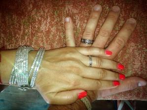 E cea mai fericita! I-a dat inelul! Cea mai cunoscuta vedeta de la noi a facut pasul cel mare