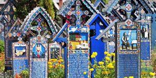 FOTO Cimitirul Vesel de la Sapanta, in topul celor mai frumoase cimitire din lume
