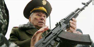 Kalasnikov, cel mai cunoscut producator de arme din lume, puternic afectat de sanctiunile Vestului asupra Rusiei