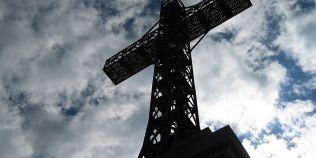 FOTO Crucea de pe Caraiman: cum a fost urcat giganticul schelet metalic pe creasta muntelui