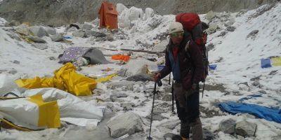 Alpinistul Zsolt Torok a fost abandonat de autoritatile din Nepal. Acesta a ramas in munti cu cativa serpasi