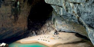 Plaja ascunsa in adancurile grotei Hang En, a treia pestera ca marime din lume