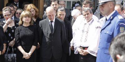 FOTO Socrul lui Traian Basescu a fost ingropat cu onoruri militare. Imbulzeala la praznicul organizat de familia Basescu la un restaurant din Suceava
