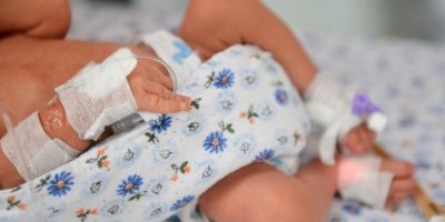 Un bebelus a murit la Spitalul din Piatra Neamt, iar fratele sau geaman a fost transferat la Iasi. Medic: