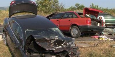VIDEO Si-a ucis sotia si un pasager intr-un grav accident pe E85. Alte patru persoane au fost ranite