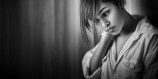 Cum se manifesta autofobia, frica crunta de-a fi singur.