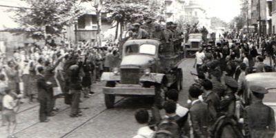 VIDEO Imaginile pe care multi le-ar vrea sterse din istorie. Ovatii in august 1944, la intrarea Armatei Rosii in Capitala