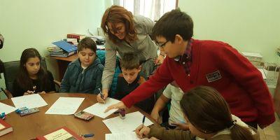 Reforma scolii revine de unde a plecat: materie multa, stiinta putina. Analiza noii programe de gimnaziu