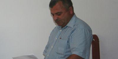 Consilier local PNL acuza ca a fost batut mar de primarul PSD. Edilul se apara si spune ca el este cel agresat.
