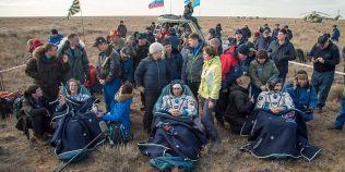 VIDEO Trei astronauti au parasit Statia Spatiala Internationala si au revenit in conditii de siguranta pe Terra