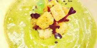 Supa crema de broccoli cu ghimbir si turmeric, preparatul simplu care trateaza mai multe afectiuni