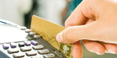 Modificare la legea cashback. Plata cu cardul, obligatorie numai pentru magazinele cu afaceri peste 50.000 de euro