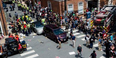 SUA: Stare de urgenta la Charlottesville dupa ciocniri violente intre fortele de ordine si extremistii de dreapta. O masina a intrat in multime