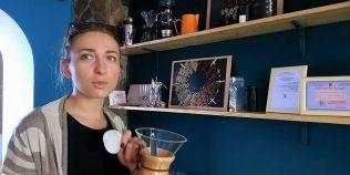 Cum prepara profesionistii o delicioasa cafea infuzata la rece.