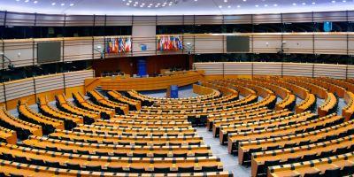 Parlamentul european si cultura abuzului. Zeci de femei au povestit ca au fost hartuite sexual de eurodeputati