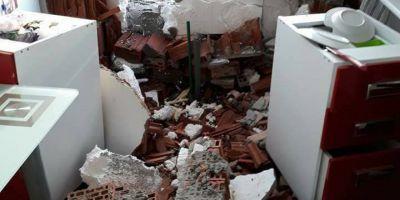 FOTO Accident bizar langa Timisoara. Un BMW X3 s-a infipt intr-o casa, iar soferul a disparut de la fata locului