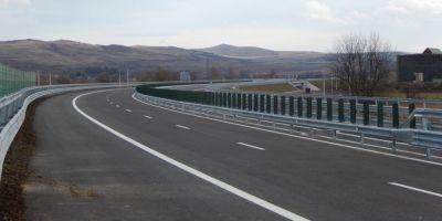 FOTO VIDEO Prima iesire cu masina pe lotul 3 al Autostrazii Sebes - Turda. Se asteapta receptia lucrarilor
