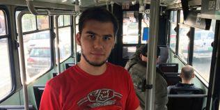 Studentul pentru care mersul cu autobuzul a devenit un hobby: