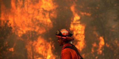 VIDEO Peste 120.000 de persoane evacuate in California din cauza incendiilor de vegetatie