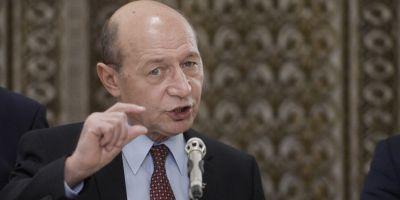 Basescu e impotriva pensiilor speciale pentru alesii locali: Sunt furt! Strangeau porumb si si-au dat seama ca le trebuie pensii speciale