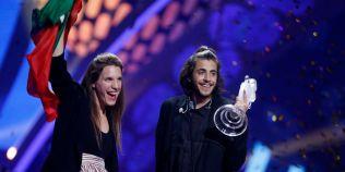 VIDEO Salvador Sobral, castigatorul Eurovision 2017, prima aparitie pe scena dupa ce a suferit un transplant de inima