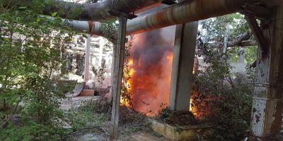 VIDEO Incendiu la o rafinarie din Ploiesti. Pompierii intervin de urgenta